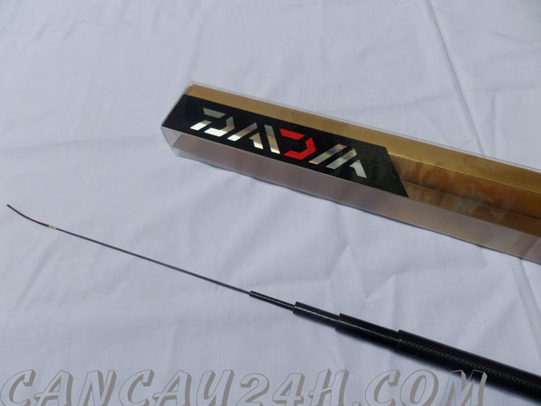 Cần câu tay Daiwa 4.5m độ cứng 8h